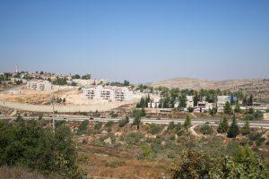 En bosättning har byggts precis vid byns skola. Samtidigt har också en israelsik väg byggts genom byn och därmed separerat skolan och bitar av byn från resten av byn.