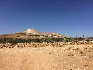 Berget, olivträden och stora delar av omkringliggande markerna har övertagits av bosättarna.