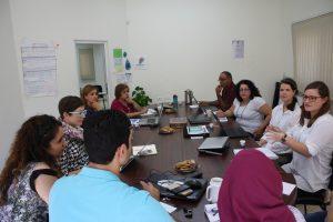 Personalen lokalt och partners träffades för att utvärdera och äta kakor.