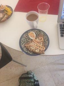 knäckebröd, ägg, kaviar och riktigt kaffe!