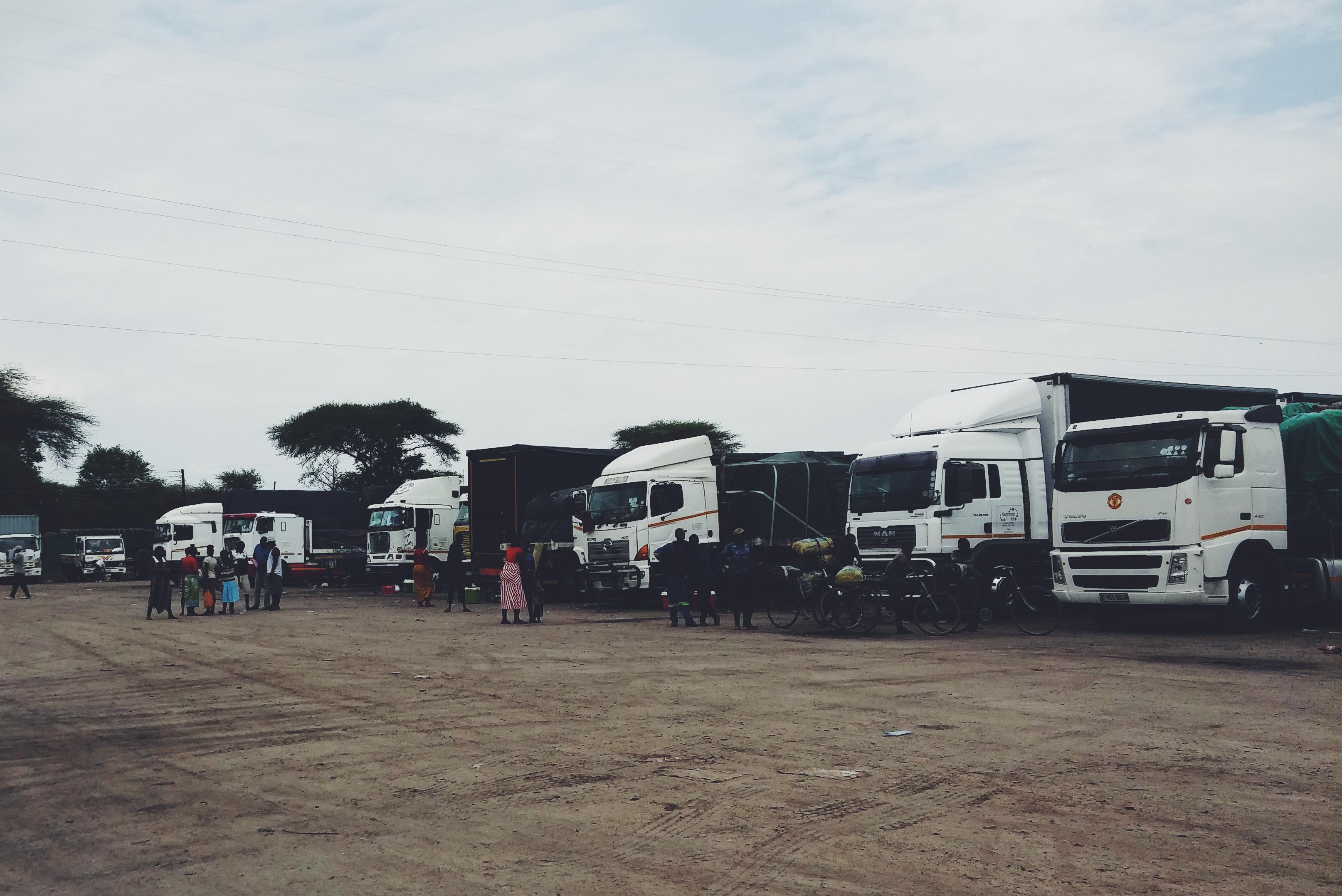 Lastbilarna saktar in